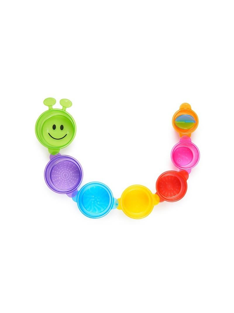 7 coloridos vasos que se engarzan, se apilan, cuelan y vierten agua. Los colores pueden variar.